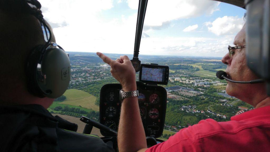 Blick aus dem Hubschrauber-Cockpit